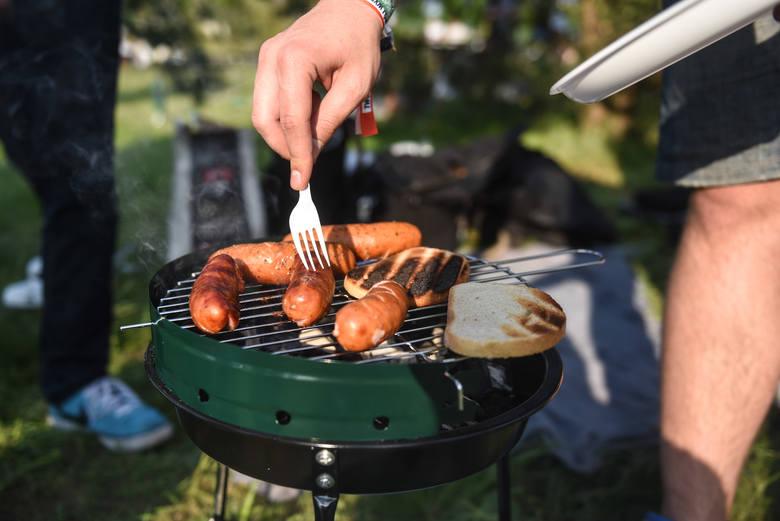 Podstawowym składnikiem  jest... mięso oddzielone mechanicznie z kurcząt, jest także 21 procent mięsa drobiowego, z wieprzowiny tylko skórki i tłuszcz.