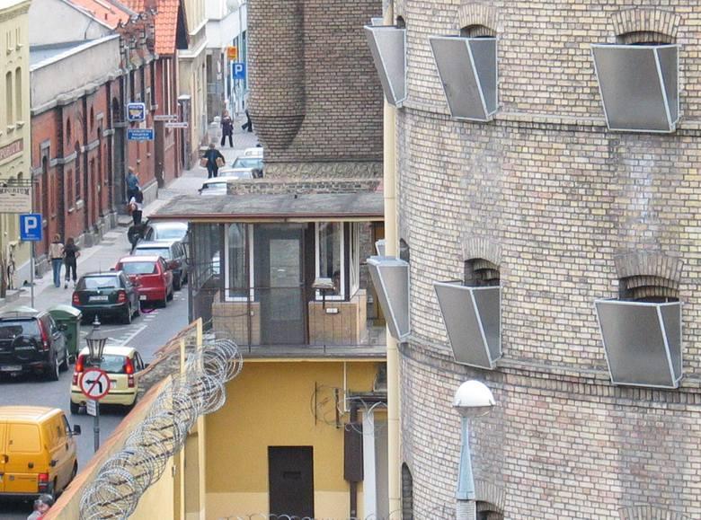 Toruński areszt śledczy. Zdjęcia zza krat