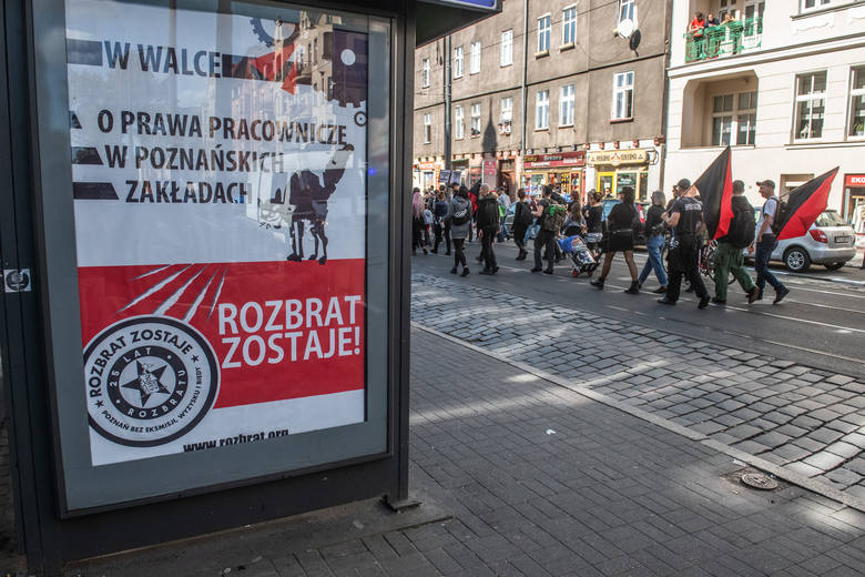 Anarchiści protestowali w obronie skłotu Rozbrat w sobotę, 14 września. W ostatnich dniach obchodzą 25-lecie istnienia tego miejsca w Poznaniu.<br /> <br /> <strong>Zobacz więcej zdjęć ----></strong><br />  <br />