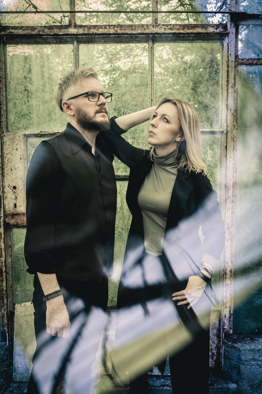 Joanna i Łukasz Kupczyńscy wspólnie grają od 2012 roku. Wcześniej jednak również każde z nich zajmowało się muzyką.