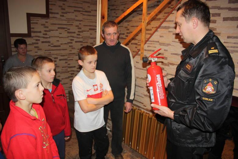 Rodzinne Domy Dziecka otrzymały gaśnice od naszych strażaków