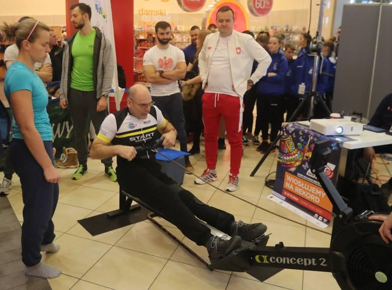 WOŚP 2019 w Szczecinie. Bicie rekordu w wiosłowaniu na ergonometrze