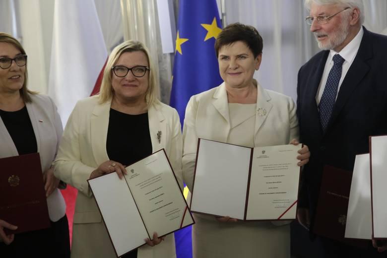 Za objęciem przez Beatę szyło stanowiska przewodniczącej komisji zatrudnienia i spraw socjalnych zagłosowało  19 europosłów. Natomiast przeciw było 34