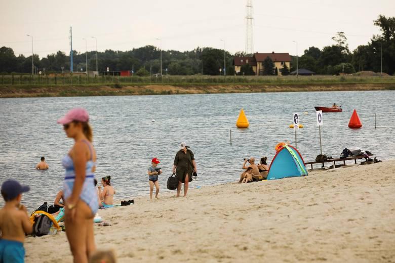 Plaża przy kąpielisku w BrzegachPrzydatne informacje o kąpielisku:Sezon kąpielowy: 20/06/2020 - 13/09/2020Warunki:Data ostatniego pomiaru: 25.08.2019Temperatura