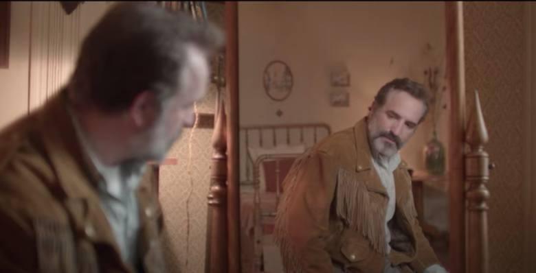 """""""Deerskin""""George, właściciel skórzanej kurtki, postanawia dla niej unicestwić wszystkie inne kurtki na świecie i zaczyna marzyć o sławie"""