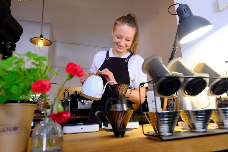 Jak uratować kawiarnię? Ziarno pod drzwi, azot na wynos