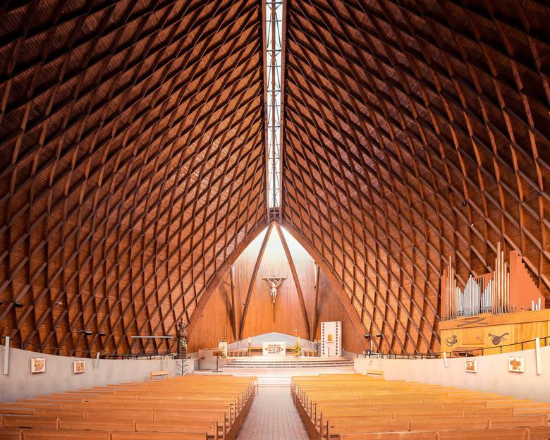 Nowoczesne kościoły, które zapierają dech w piersiach. Zdjęcia tego fotografa zachwycają
