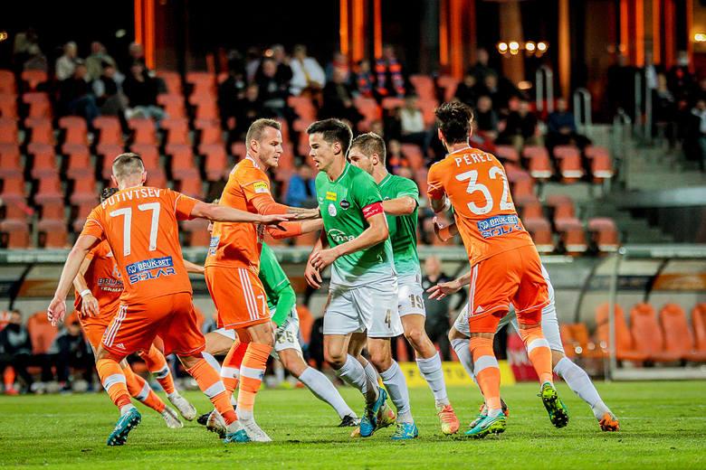 W niedzielnym meczu Fortuna 1 ligi, Termalica Nieciecza pokonała 3:2 Radomiaka Radom. Bramki dla naszej drużyny zdobyli Miłosz Kozak i Karol Podliński.