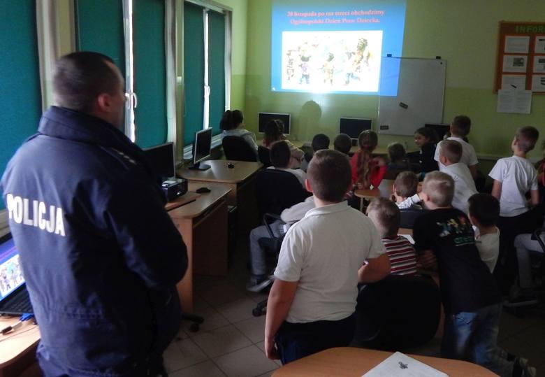 Dzielnicowy o prawach dziecka – warsztaty w szkole w Ujeździe [ZDJĘCIA]