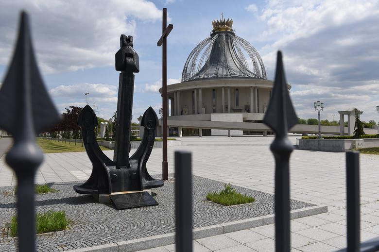 Od kilkunastu lat w Porcie Drzewnym w Toruniu powstają inwestycje związane z o. Tadeuszem Rydzykiem i założoną przez niego fundacją Lux Veritatis. Obok