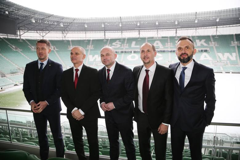 W czwartek Śląsk Wrocław poinformował, że zespół obejmie Czech Vítězslav Lavička. Dzień później odbyła się jego pierwsza konferencja prasowa we wrocławskim