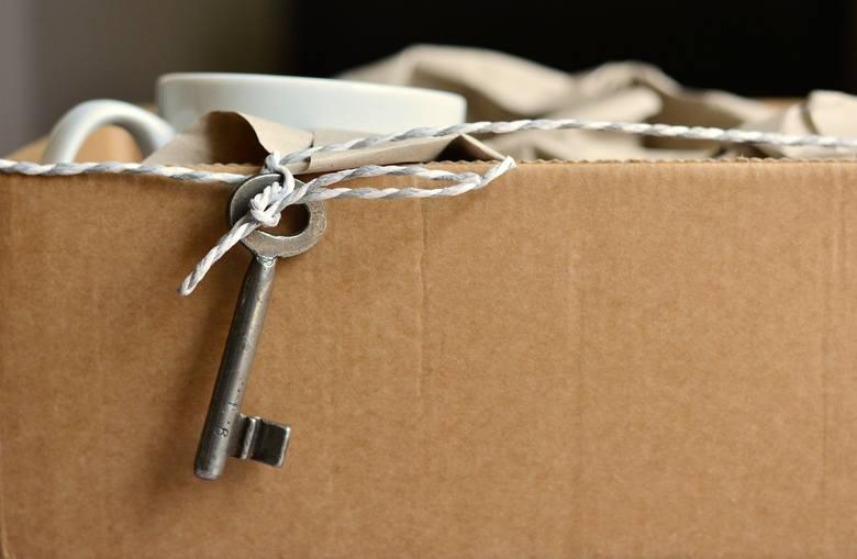 Zabobonów związanych z przeprowadzką do nowego mieszkania jest dużo, czy warto się nimi przejmować? Jak to mówią, strzeżonego Pan Bóg strzeże, lepiej