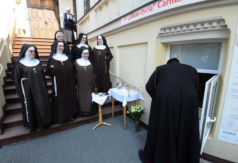 Poprzednie okno życia otwarto w Bydgoszczy w 2009 roku przy ulicy Gdańskiej. Mieści się w klasztorze Klarysek