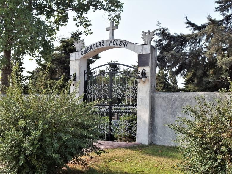 Brama cmentarza w Anzali
