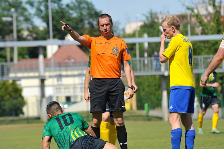 Piłkarze Stali cieszyli się z pokonania lidera tabeli.