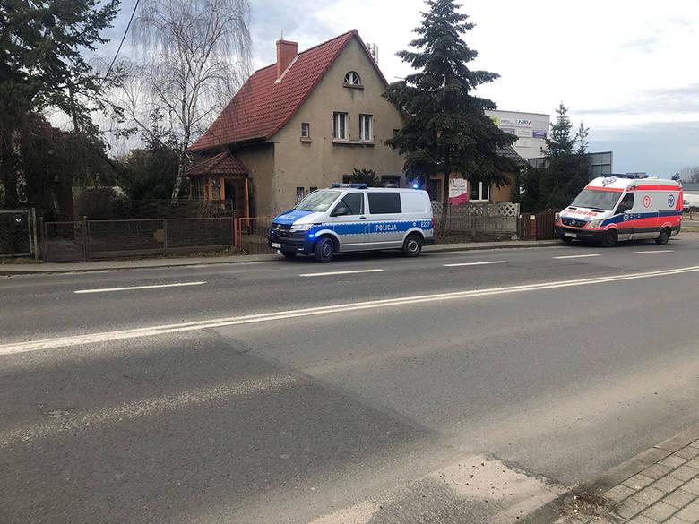 Do zdarzenia doszło w niedzielę, 16 lutego. W domu przy ul. Zacisze  w Zielonej Górze. Znaleziono ciało kobiety. Na miejsce wezwano policję.Od dłuższego