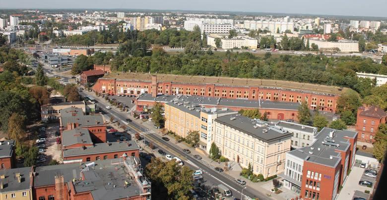 Budowę kościoła garnizonowego w Toruniu rozpoczęto w czasie zaboru pruskiego, w 1894 r. Oficjalne oddanie kościoła i jego poświęcenie nastąpiło 21 grudnia