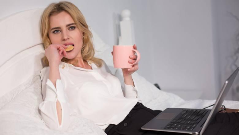 Kwarantanna domowa: czas zjadać te zapasy żywności. Jak przy tym nie przybrać na wadze i nie marnować jedzenia?