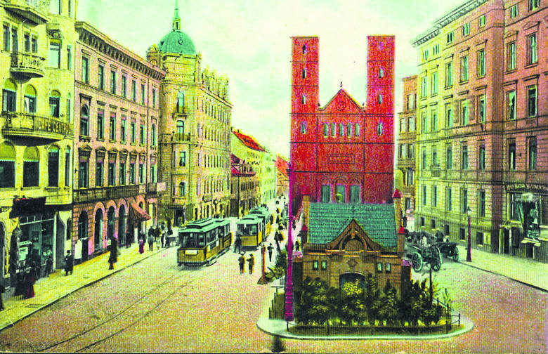 Słynne poznańskie ,,portki'', czyli kościół ewangelicki  świętego Piotra u zbiegu Półwiejskiej i Krysiewicza. Podobnie jak on po wojnie została rozebrana wschodnia pierzeja placu Wiosny Ludów. Tramwaje ulicą Półwiejską nie jeżdżą od dawna<br />