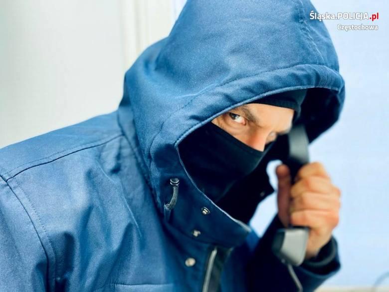 77-latka wyrzuciła przez okno 7 tysięcy zł