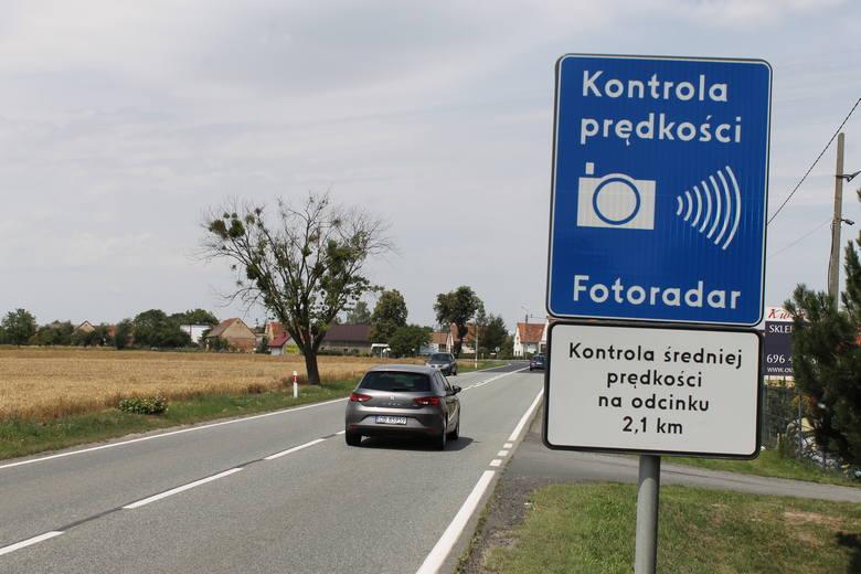 Odcinkowy pomiar prędkości działa już w ponad 20 miejscach w Polsce. Gdzie dokonywane są odcinkowe pomiary prędkości?Aby przejść do kolejnego zdjęcia