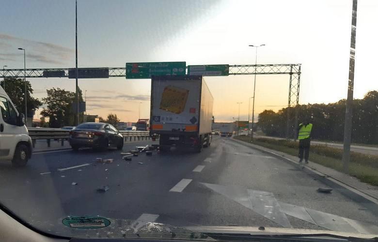 W piątek, około godz. 7, na Ulicy Kleeberga przy zjeździe na Kołłątaja w Białymstoku doszło do zderzenia dwóch ciężarówek