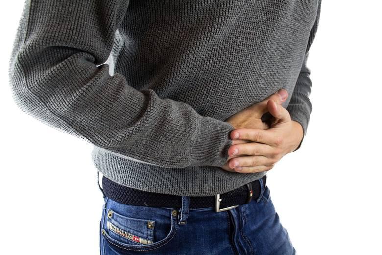 mężczyzna, rak, nowotwór, objawy nowotworowe u mężczyzn, męskie nowotwory, biegunka, ból brzucha