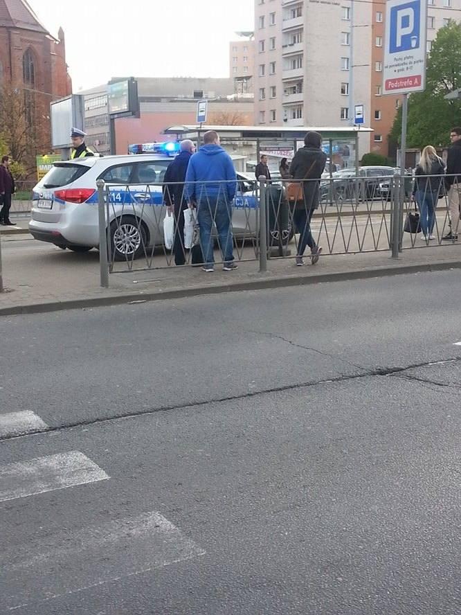 Na ul. Wyszyńskiego przechodzień wpadł pod autobus