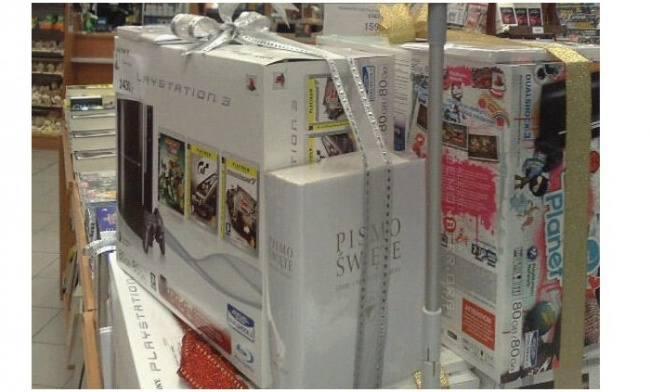 Konsola do gier i... Pismo ŚwięteDo zakupu dziwnych prezentów skłaniają rodziców i rodzinę również sklepy. W niektórych można znaleźć nietypowy zestaw: