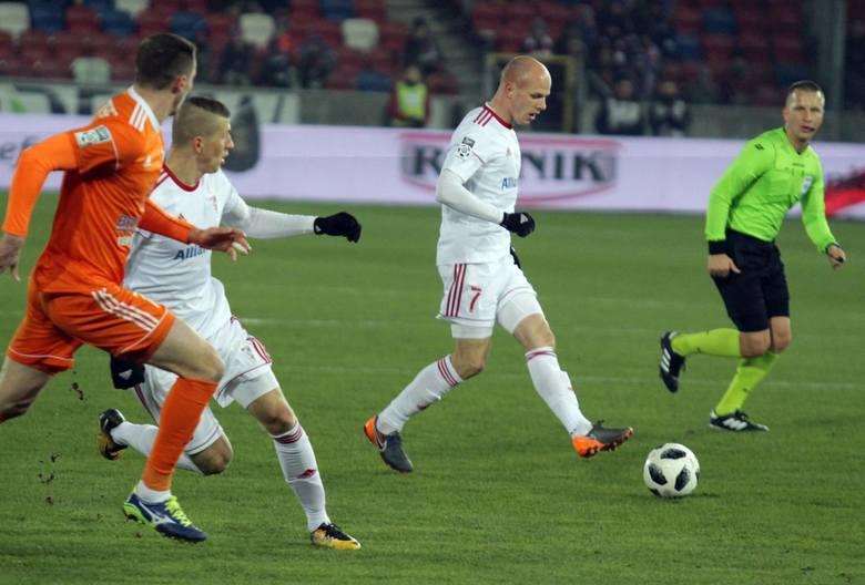 Kurzawa z Amiens SC związał się dwa lata temu po znakomitym sezonie w Górniku Zabrze. We Francji nie zdołał się jednak przebić. Klub z Pikardii dwukrotnie