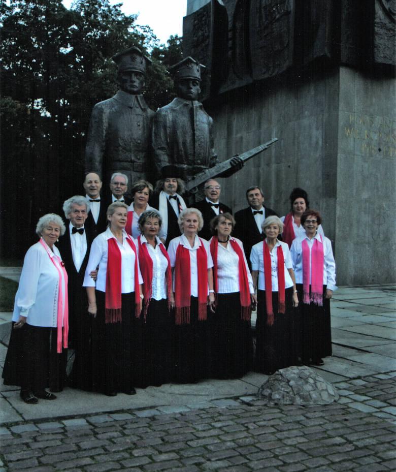 Od 28 lat na poznańskim Dworcu Letnim odbywa się powitanie I.J. Paderewskiego, którego organizatorem jest Ryszard Łuczak (w środku)