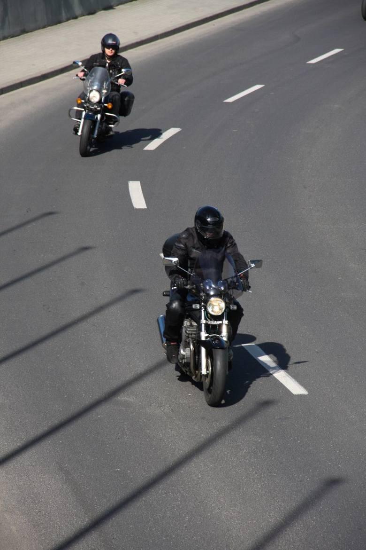 Setki motocyklistów zjawiły się dziś na parkingu Hali Podpromie w Rzeszowie, by oficjalnie rozpocząć sezon. Było Motocyklowe Topienie Marzanny, parada