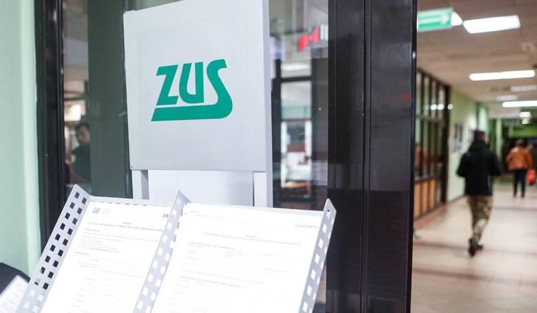 """Składki ZUS dla firm 2018. To więcej o kilkaset złotych! Ale od marca rusza """"ulga na start"""" [kwoty]"""