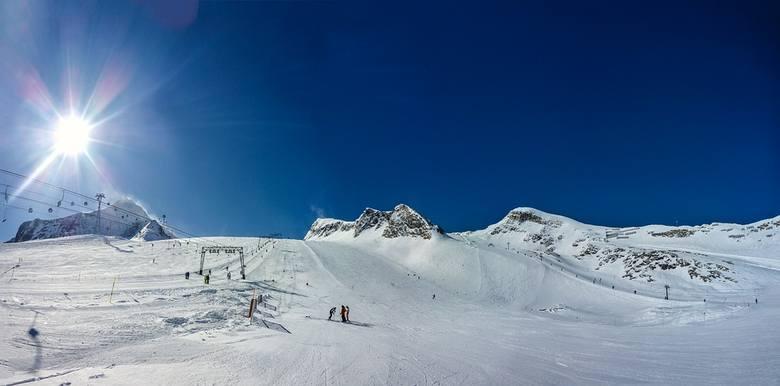 AustriaJeszcze na początku listopada w Austrii można było szusować na tamtejszych lodowcach. Warunki śniegowe były zresztą wyśmienite. Niestety rząd