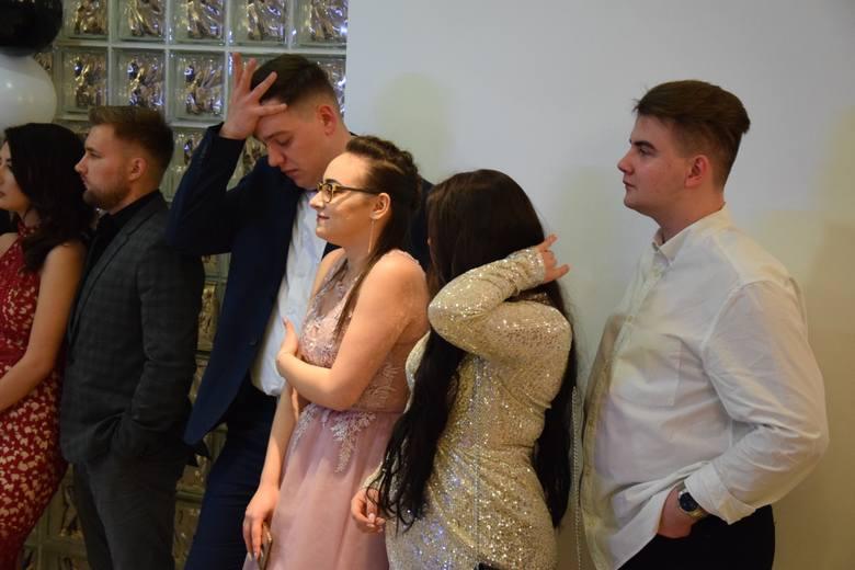 W piątek, 24 stycznia, na sali weselnej przy ul. Zagłoby (Dolina Zielona), bawili się maturzyści z Zespołu Szkół i Placówek Kształcenia Zawodowego. Uczniowie