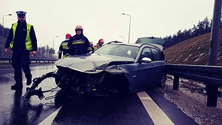W niedzielę, 23 lutego, na drodze S3 koło Gorzowa doszło do dwóch wypadków w tym samym miejscu.Bmw jadące w kierunku Zielonej Góry wpadło w poślizg na