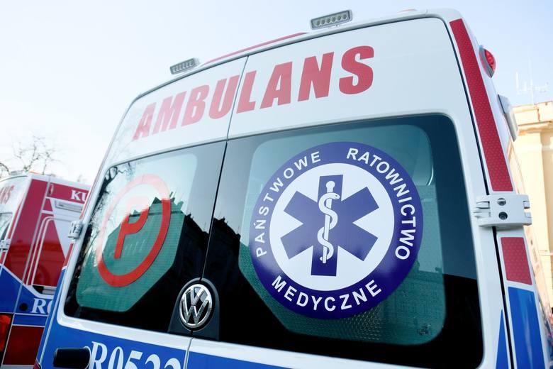 Trzy osoby ranne w wypadku w Widełce. Na krajowej dziewiątce zderzyły się dwa auta osobowe