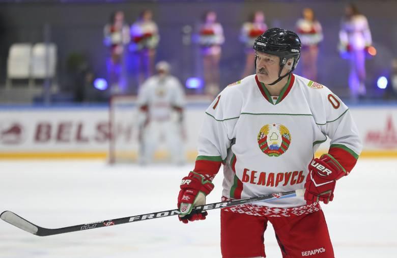 Alaksandr Łukaszenka lekceważy zagrożenie do tego stopnia, że wziął nawet niedawno udział w meczu hokeja