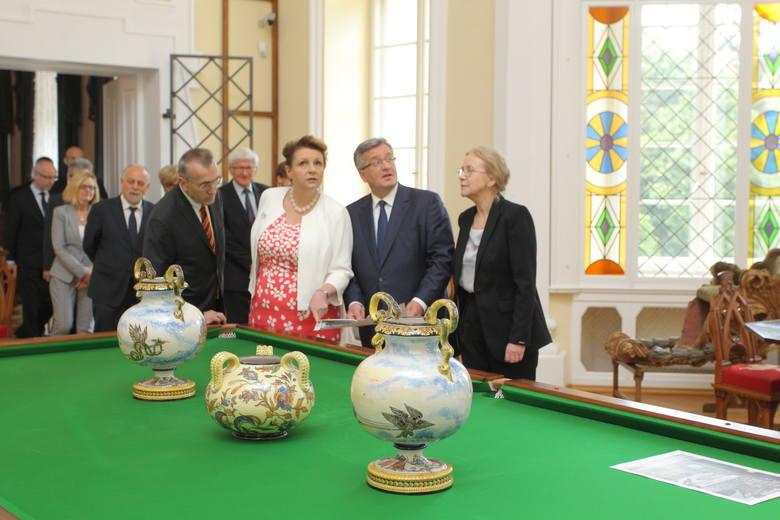 Prezydent Bronisław Komorowski podczas zwiedzania pałacu w Rogalinie