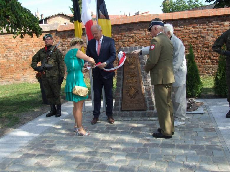 Wczoraj odsłonięto obelisk upamiętniający 66 Kaszubski Pułk Piechoty im. Marszałka Józefa Piłsudskiego. Na uroczystość zaprosili burmistrz i rodziny