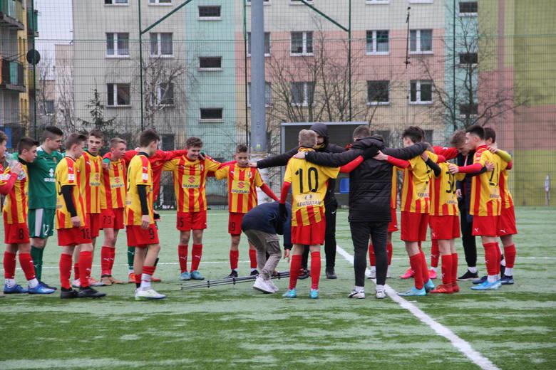 Bardzo udanie rozpoczęli wiosnę piłkarze KKP Korona Kielce, podopieczni Michała Stachury i Kamila Mecha, w rozgrywkach Centralnej Ligi Juniorów U-15.