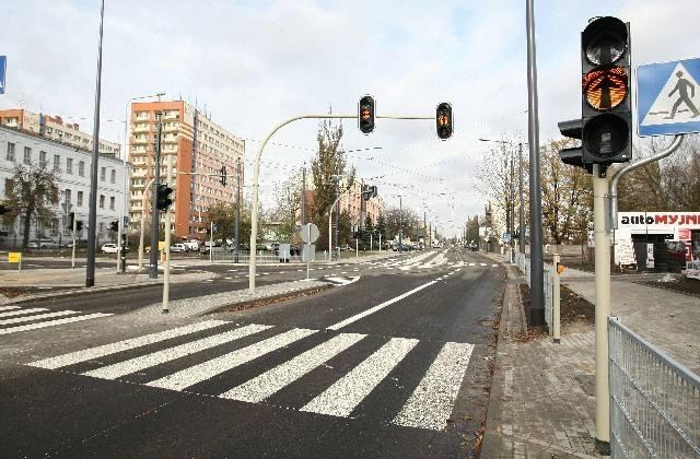 Nowe sygnalizatory ustawiono między innymi przy skrzyżowaniu z ul. Dolną.