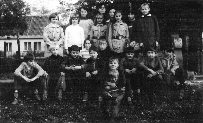 Wiele z osób obecnych na zdjęciach już nie żyje, wiele się wyprowadziło ze wsi, wiele też nawet nie wie, ze takie zdjęcia istnieją. Rodowity mieszkaniec Górzycy postanowił założyć stronę na portalu społecznościowym ze starymi zdjęciami, by obudzić, jakże piękne wspomnienia. Może macie takie...
