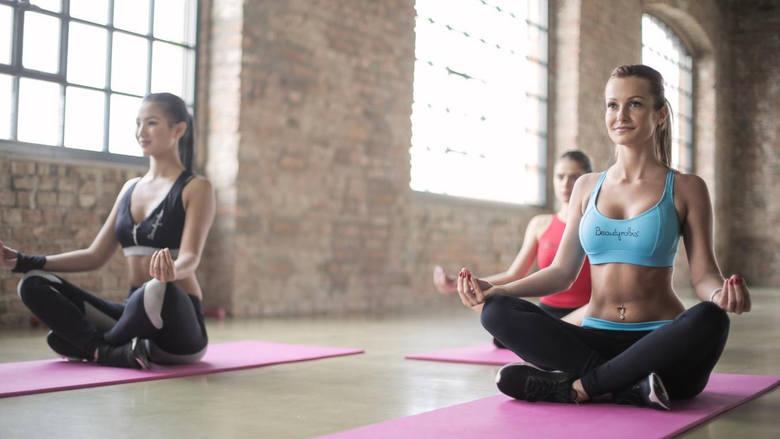Brazylijskie pośladki czy joga? Jakie zajęcia fitness bedą najlepsze dla ciebie?