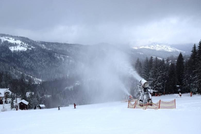 Sezon narciarski w Beskidach 2018/2019 rozpoczęty. Na Białym Krzyżu już jeżdżą na nartach ZDJĘCIA