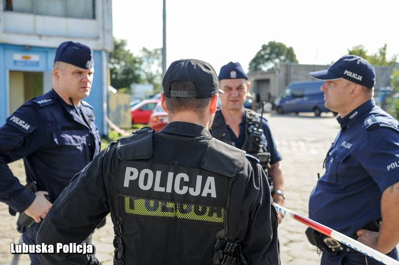 26-latek podejrzany o zamordowanie kobiety uciekł z miejsca zdarzenia. Policja ustawiła blokady na drogach