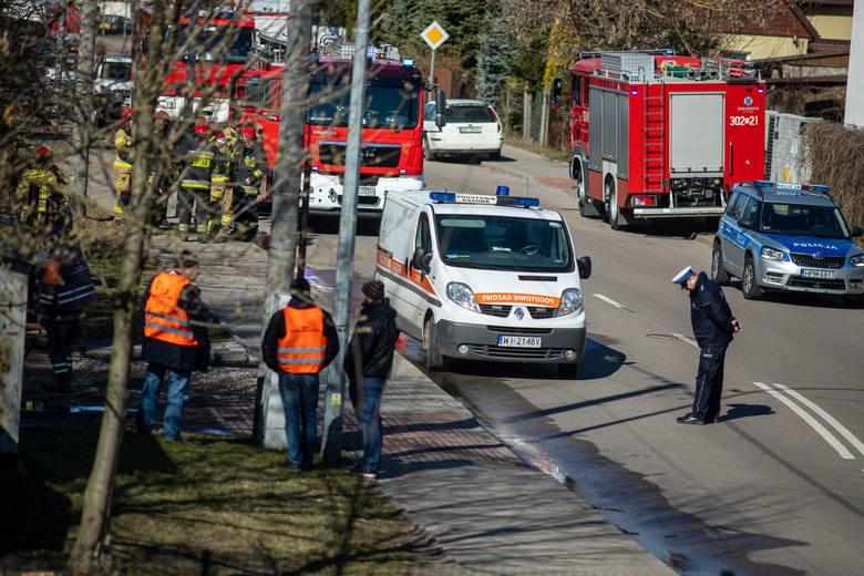 Białystok. Wypadek przy ul. Traugutta. Ciężarówka wjechała w skrzynkę gazową. Potrzebna była ewakuacja mieszkańców [ZDJĘCIA]