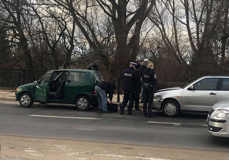 We wtorek, krótko po południu, na ul. Młyńskiej doszło do kolizji dwóch aut seata i seicento. Kierowca seata został ukarany mandatem. Zobacz także: Śmiertelny