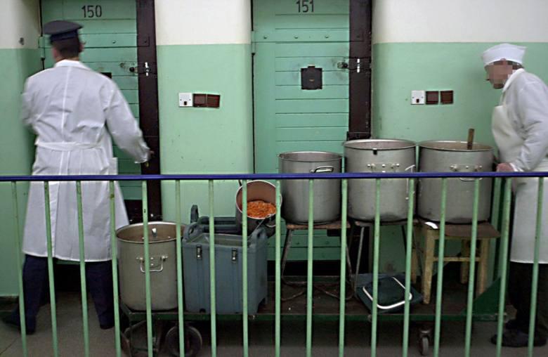 Co jedzą więźniowie? Okazuje się, że posiłki dla osadzonych wcale nie są monotonne. Więźniowie mają urozmaiconą dietę, mogą liczyć na potrawy kuchni