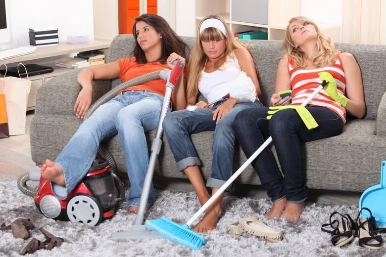 Większość z nas lubi spędzać czas w swoim domu. O wiele milej jest kiedy nasze pomieszczenia są czyste i pachnące. Dlatego należy w domu sprzątać codziennie,